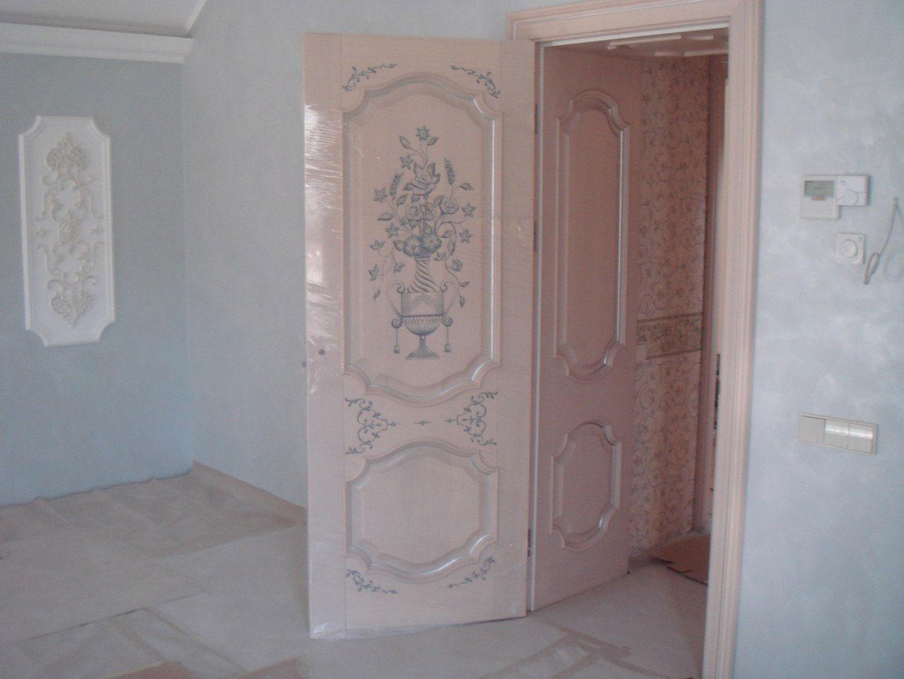 <p>Роспись на дверных филенках</p>