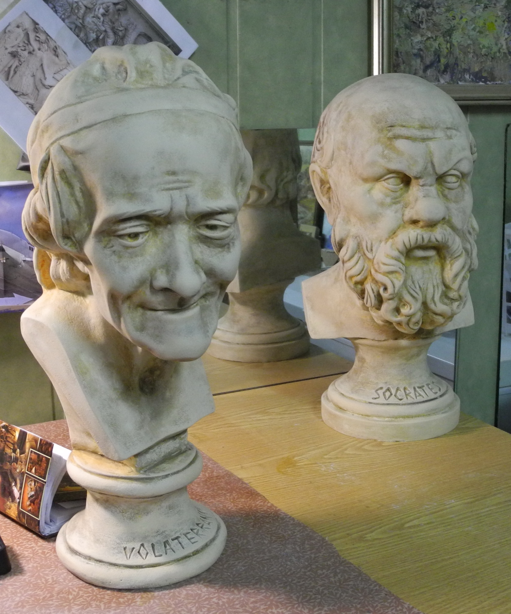 <p>Вольтер и Сократ</p>